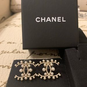 Authentic Chanel CC pearl earring